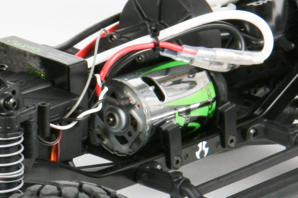 27T MOTOR The Axial 27T motor supplies plenty of power for high speed trail runs or powering over obstacles. Tear up the terrain indoor or outdoors. Easy operation: no tuning, no fuel, no loud exhaust noise. Just plug n' go!
