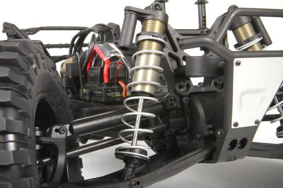BIG BORE 16™ SHOCKS In the suspension department, the Yeti XL™ is equipped with the industry's first 1/8th scale solid rear axle with an independent front suspension [IFS] setup. The suspension is controlled by massive 20mm aluminum shock bodies that house big bore 16mm pistons on beefy 4mm shock shafts to help maintain high speed stability when running through a diverse range of terrain. Precision machined Big Bore 16™ shocks are standard equipment and deliver smooth suspension movement for consistent handling.