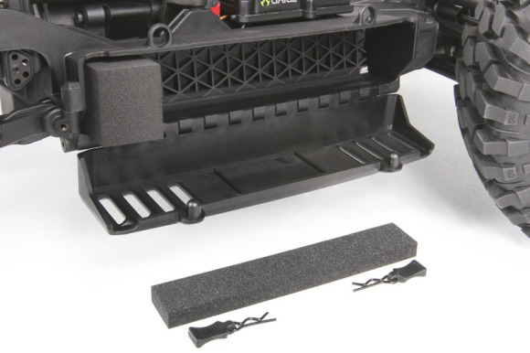 EASY ACCESS BATTERY TRAY Twin battery trays can be easily accessed by removing the two front body pins and pivoting the entire body up. Install or remove your batteries by removing the remaining body pins. Foam blocks are included to help keep the batteries in place. Battery tray dimensions: Length: 6.89in(175mm) Height: 1.3in (33mm) Width: 1.7in (43mm) RECOMMENDED BATTERIES: 2x 2S 7.4V LiPo packs, or 2x 3S 11.1V LiPo packs. Minimum 25C rating